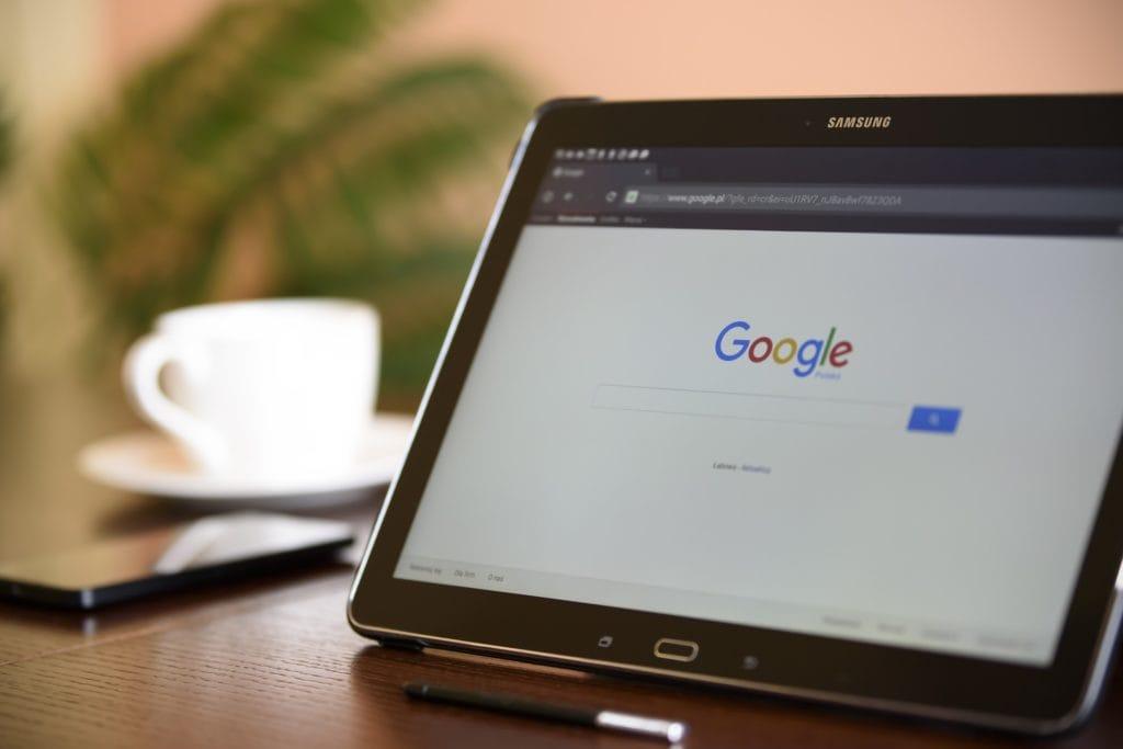 Suchmaschinenwerbung wie Suchmaschinenanzeigen und Suchmaschinenoptimierung für Google, Bing, Yandex und Baidu